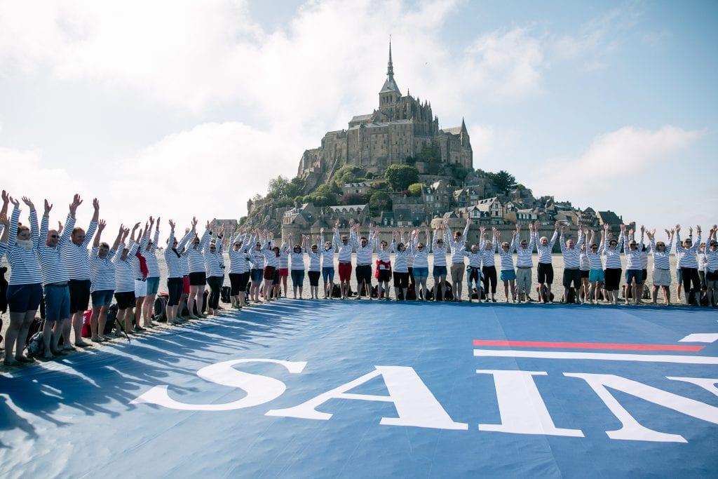 Les 300 collaborateurs des ateliers Saint James se sont rassemblés au Mont-Saint-Michel pour célébrer les 130 ans d'un savoir-faire mais aussi d'une aventure humaine. L'occasion de dévoiler la nouvelle identité graphique de la marque.