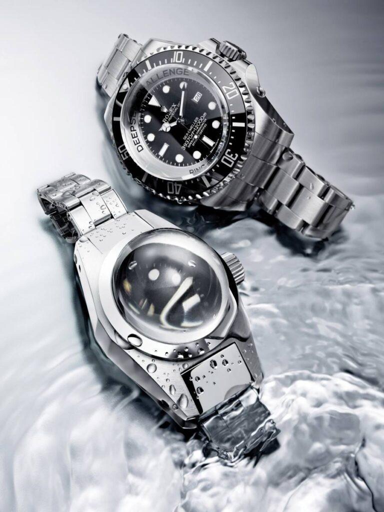 Plus de 40 ans séparent ce prototype et la Sea-Dweller Deepsea de 2012. L'esprit reste le même. Offrir aux explorateurs un outil fiable et performant, capable de les accompagner dans toutes leurs plongées..