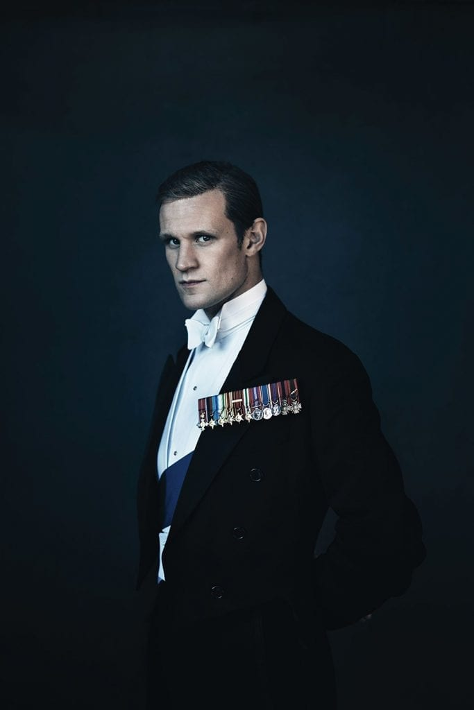 Dans la série The Crown, l'acteur qui incarne le prince Philip déploie une élégance naturelle quelles que soient ses tenues.