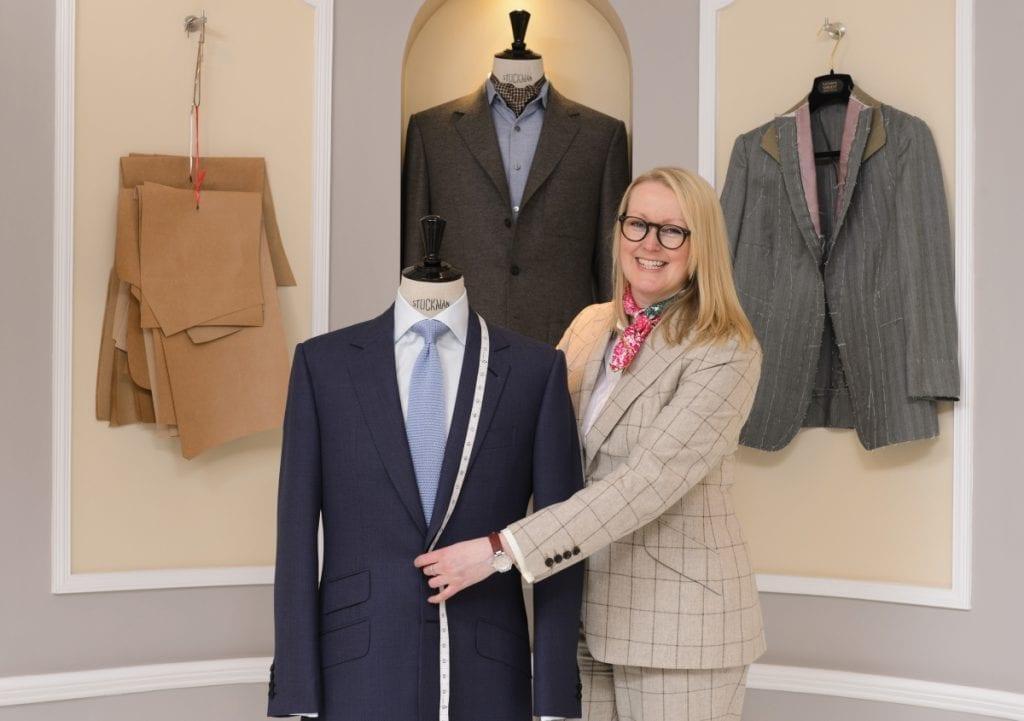Elle est la première femme coupeur de Savile Row et même la première à y  avoir ouvert sa boutique. Rencontre. ed6e8db2363