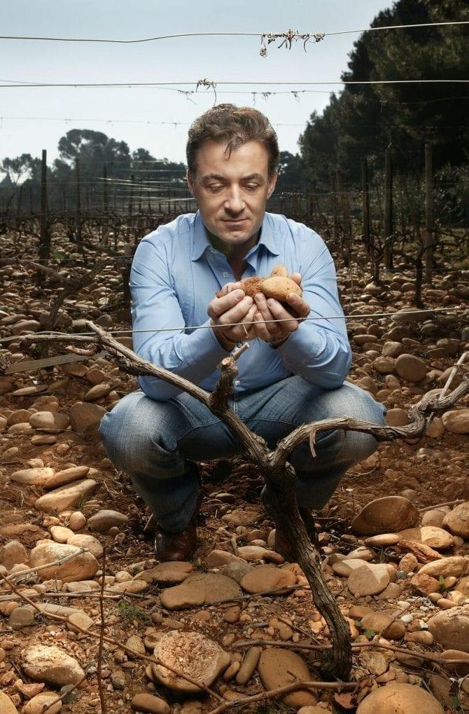 Jean Alesi, le pilote de F1, est aussi un vigneron avec son excellent Côtes-du-Rhône au château de Ségriès.