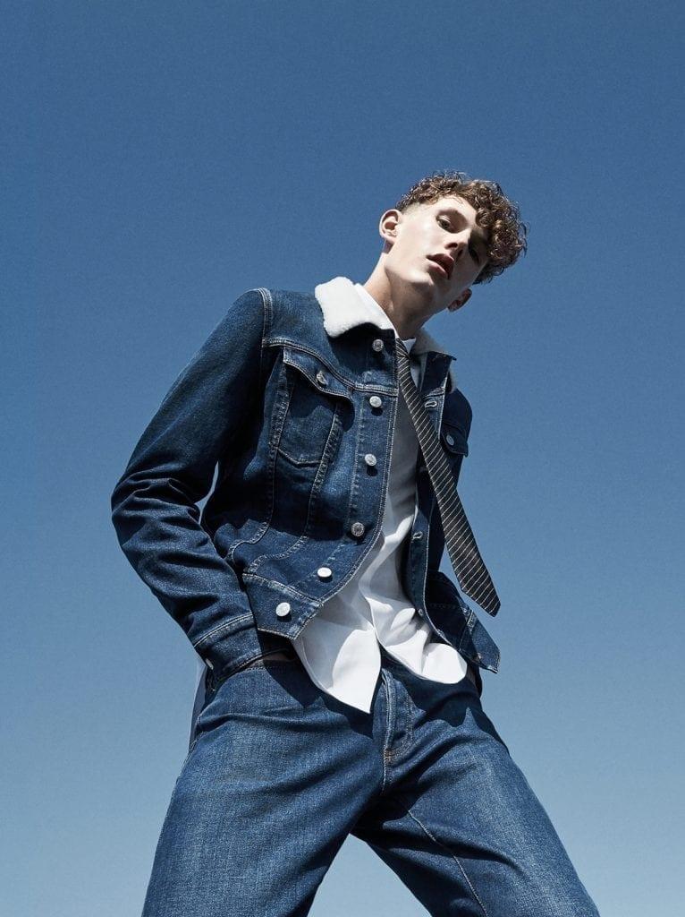 En 2018, le jean signe son grand retour sur les podiums. Influencés par de jeunes designers, les grands noms de la mode se le réapproprient et l'éloignent de ses racines « cowboy ». Exemple, ici, avec Dior Homme et sa collection Denim.