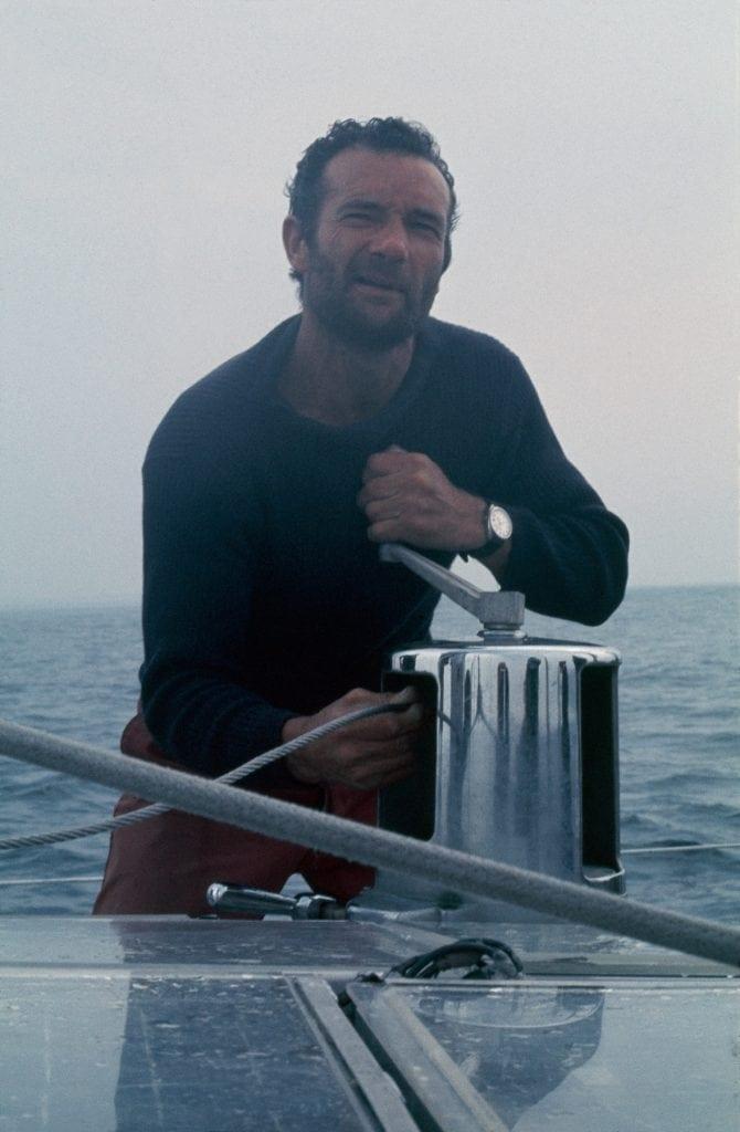 Éric Tabalry à bord de son Pen Duick I. (Extrait Monsieur Magazine N°131, photo Daniel Gilles)