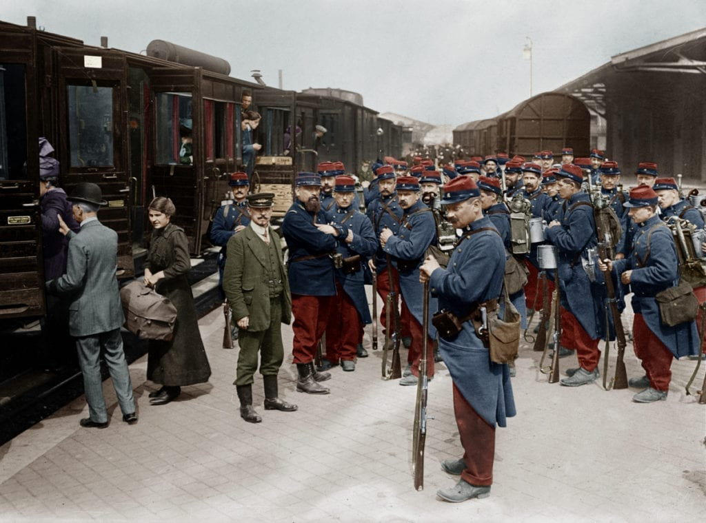 Soldats francais a la gare de Dunkerque en partance pour le front, 1914 --- French soldiers at a train station in Dunkerque, France. Photograph, 1914.