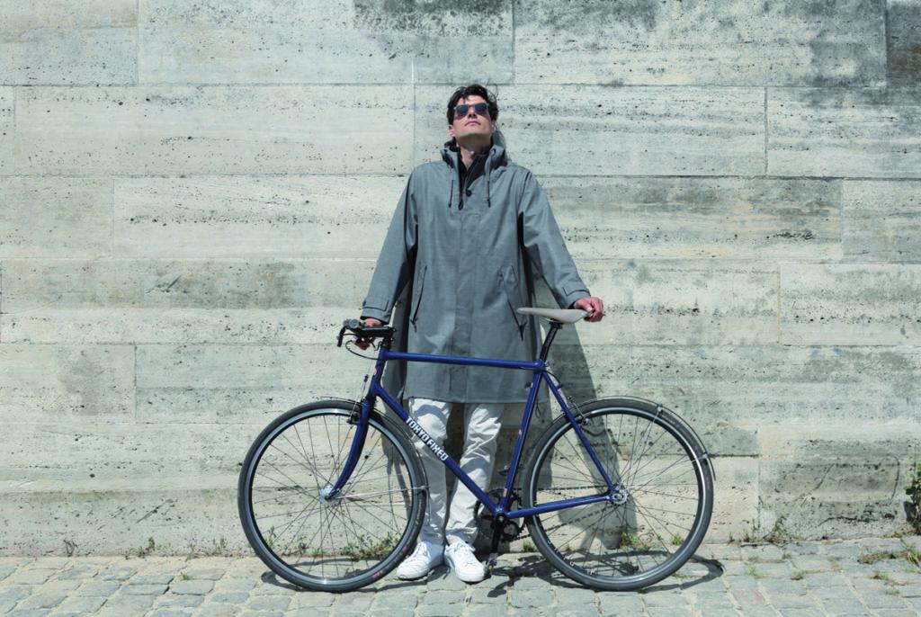 Manteau de pluie Quiberon 64 en tissu technique 100 % imperméable, transformable en poncho, Louison Bobet.