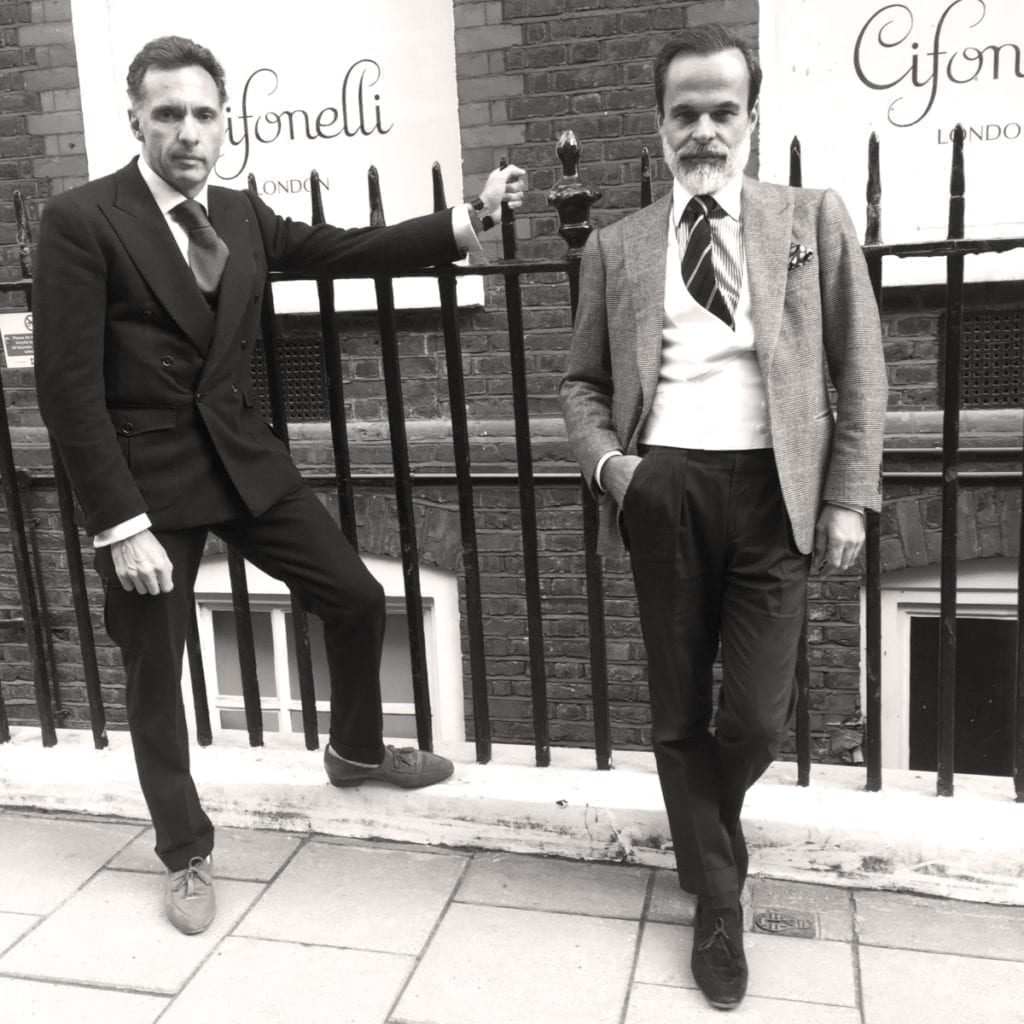 Lorenzo et Massimo s'apprêtent à ouvrir leur première boutique londonienne, à deux pas de Savile Row. On y retrouvera leur prêt-à-porter et demi-mesure. Des vêtements dont ils ont eux-même réalisé le patronage.
