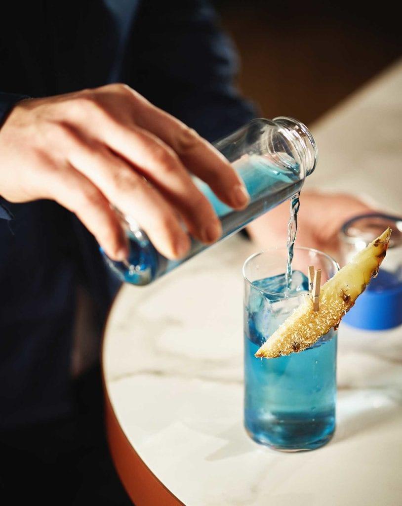 Drinks&Co, situé rue Saint-Lazare, dont le groupe Pernod Ricard est actionnaire, propose  parmi 1000 références, une quarantaine de boissons «alternatives». Ici, le Butterfly Spirit, à l'agave fumé.