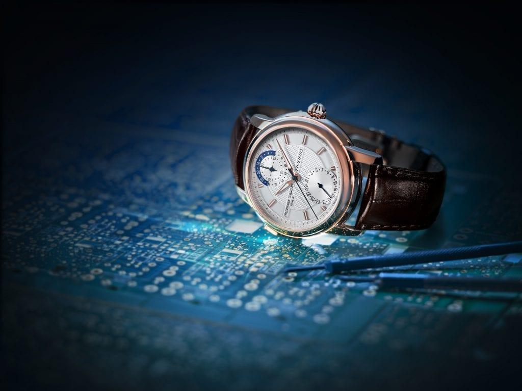 L'Hybrid Manufacture de Frédérique Constant a inauguré une nouvelle catégorie de montres qui marie mécanique classique et module connecté.