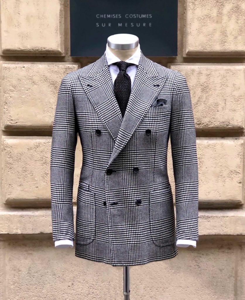 Veste croisée 6 boutons en laine prince-de-galles avec poches plaquées et structure souple, sans padding comme le veut la tradition napolitaine, Jean-Manuel Moreau.