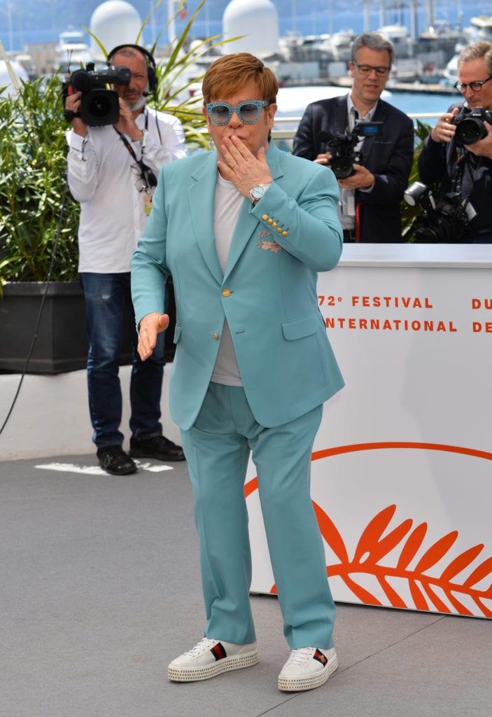 Elton John entretient une relation très émotionnelle avec ses montres. Il ne sort jamais sans l'une des nombreuses pièces de sa collection, notamment une de ses Rolex, comme ici lors du festival de Cannes. ©Chopard