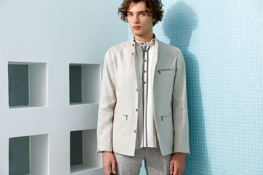 Veste Megève et pantalon Bari en toile pur lin, chemise à rayures en coton et viscose, Hollington.