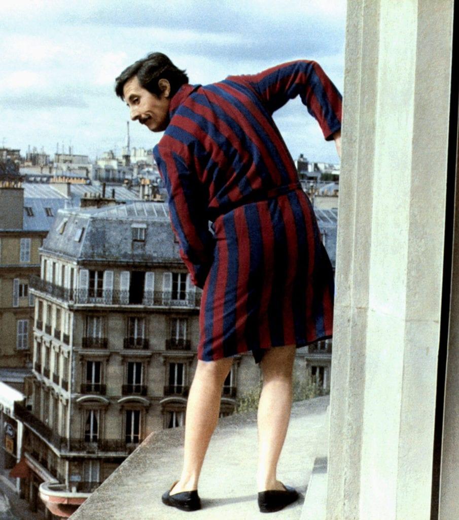 Et si les Français fuyaient les stéréotypes? Comme Étienne Dorsay fuit les conventions (et, ici, sur la corniche, le mari de sa maîtresse) dans « Un éléphant ça trompe énormément ».  (photos AF archive / Alamy Images)