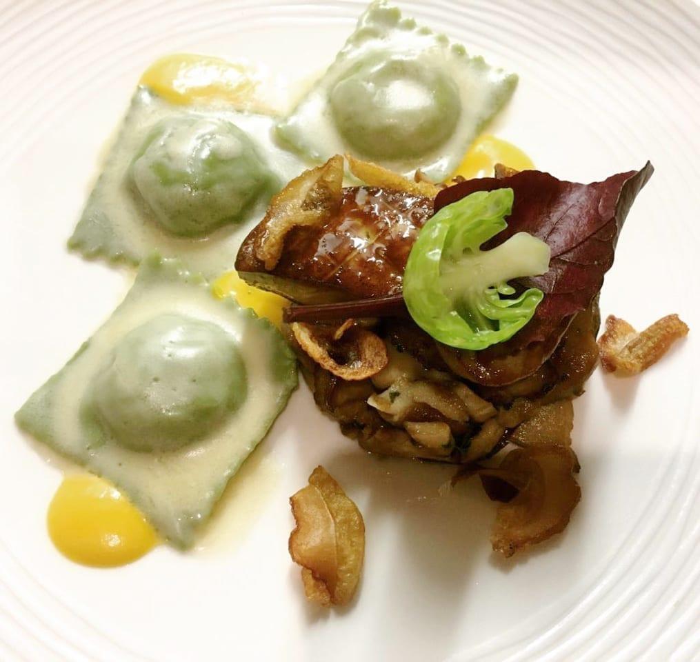 Raviolis de potimarron, fricassée de cèpes et foie gras poêlé.