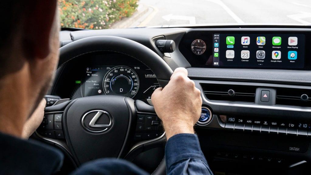 La Lexus UX 300e est dotée d'une batterie permettant de parcourir entre 305 et 315 km sans avoir besoin de la charger.