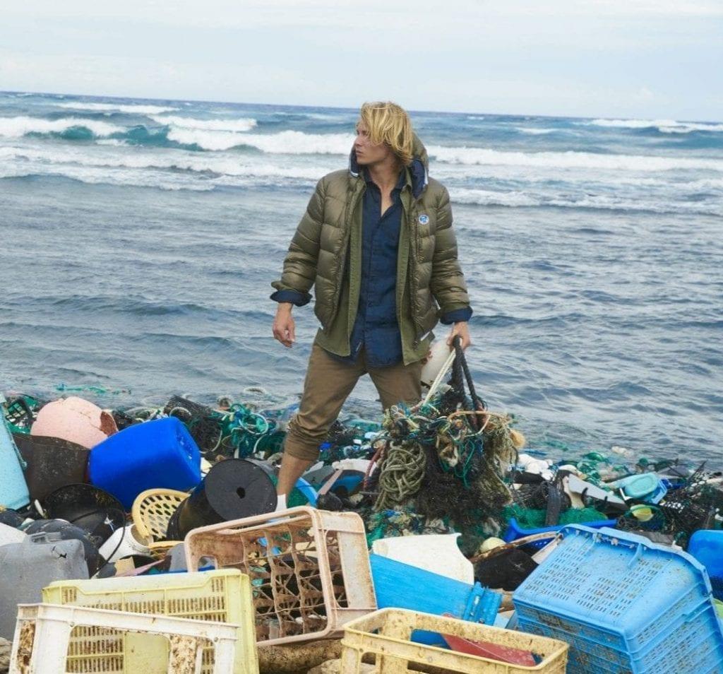 Saison après saison, North Sails augmente la proportion d'articles écoresponsables. Ici, la collection capsule Free the Sea : des vêtements conçus à partir de coton et de bouteilles en plastique recyclées.